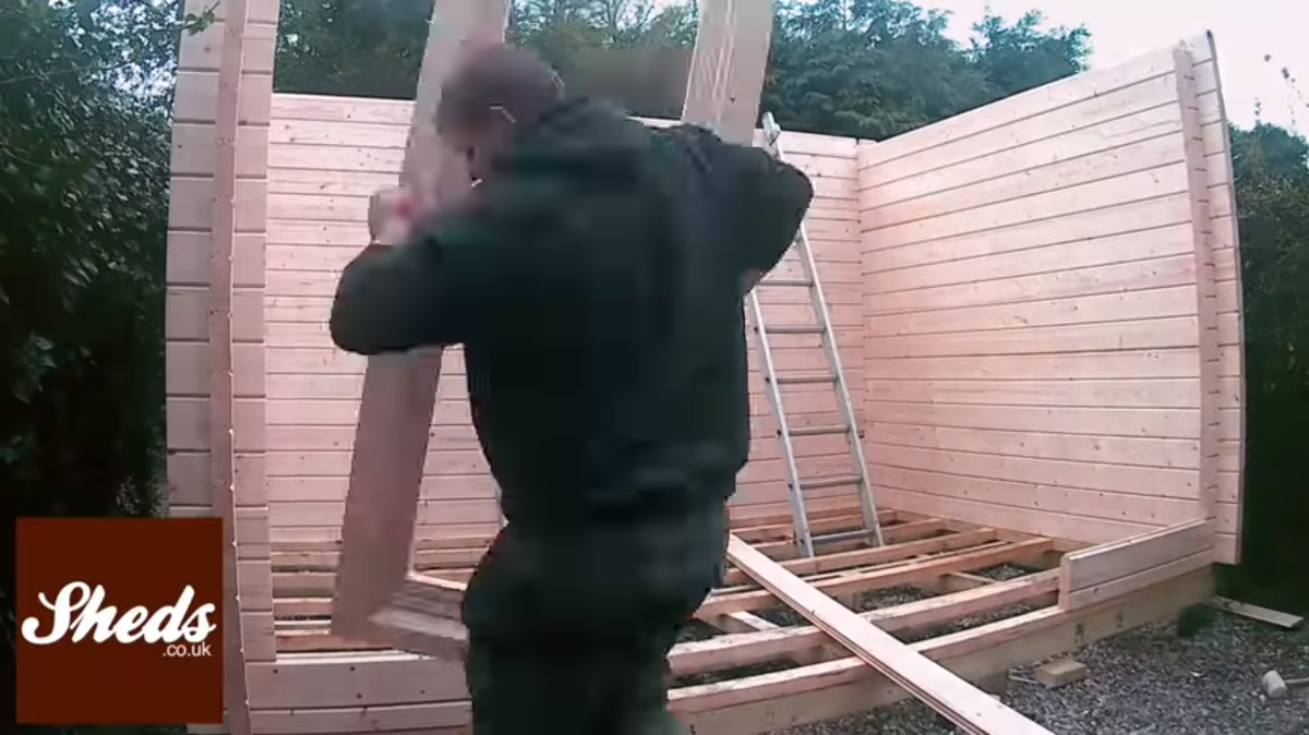 Play Building A Log Cabin Time Lapse Video